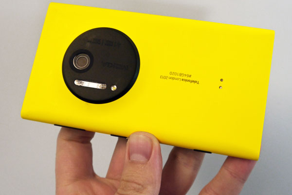Nokia-Lumia-1020-yellow